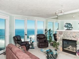 Beautiful Oceanfront Condo-HDTV/WiFi, Pool/Hot Tub - Oregon Coast vacation rentals