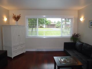 Large groups & Families! Affordable Luxury privacy - Victoria vacation rentals