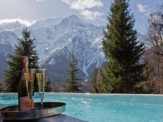 Chalet Serena, sauna and Jacuzzi beckon for relaxation, with spa treatment room - Haute-Savoie vacation rentals