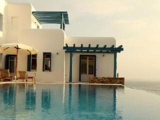Set above the bay of Agios, Lazaros Morpheus with panoramic views & infinity pool - Tourlos vacation rentals