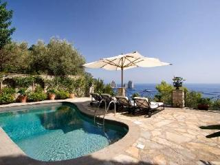 Il Tramonto - Elegant villa accessible by foot by the Bay of Marina Piccola with pool - Capri vacation rentals