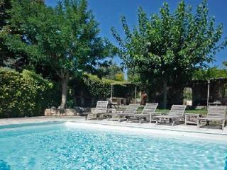 Le Vieil Amandier offers valley views, playroom, fenced infinity pool & tennis court - Luberon vacation rentals