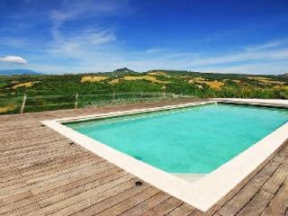 Breathtaking Villa Faggeto offers a private lake, thermal pool and tennis court - Val d'Orcia vacation rentals