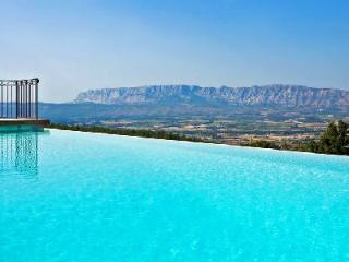 Beautiful Farmhouse Mas Ste. Victoire Amid Vines & Woodland with Infinity Pool & Incredible Views - Aix-en-Provence vacation rentals