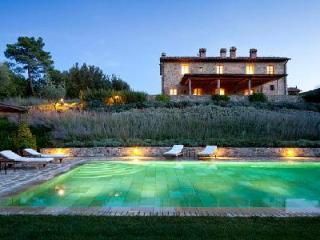 Romantic Villa Alba offers a fireplace, swimming pool and housekeeping - Montalcino vacation rentals