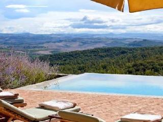Villa Chiusa offers captivating views, private infinity pool and pool house - Montalcino vacation rentals