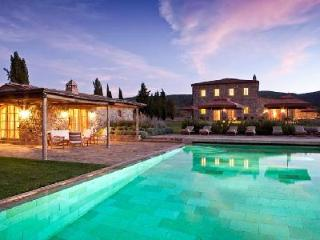 Villa Sant'Anna with extensive grounds, media room and private tennis court - Montalcino vacation rentals