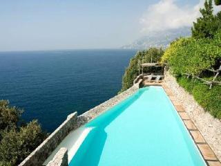 Villa Luisa - Quiet, renovated villa outside of Maiori with saltwater infinity pool - Maiori vacation rentals
