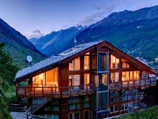 Architect-designed chalet Heinz Julen Penthouse with glass ceilings, hot tub & mountain views - Terres Basses vacation rentals