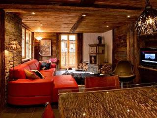 Self-catered chalet apartment Heidi with cozy décor, fireplace & mountain views close to ski lifts - Valais vacation rentals