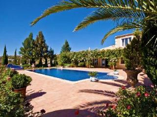 Villa Jasmin - Elegant villa close to Loule with rooftop terrace and separate cottage - Terres Basses vacation rentals