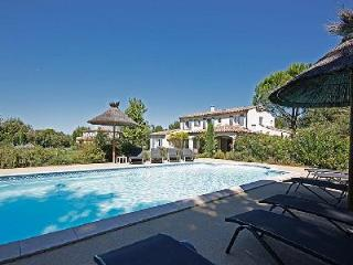 Close to Shops & Restaurants, Family-Friendly Villa Les Teinturiers offers Private Pool & BBQ - Bouches-du-Rhone vacation rentals