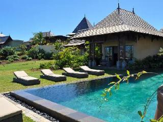 Villa Alcyone 9 with rooftop terrace, infinity pool and access to gym and tennis - Bel Ombre vacation rentals
