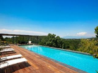 Warm & Welcoming Family Country House La Dame du Ventoux with Private Pool & Superb Views - Carpentras vacation rentals