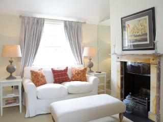 St Albans Grove, Kensington. Period Cottage. - London vacation rentals