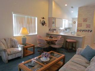 Birdie Bungalow- 2 Bedroom, 2 Bath Condo with Wooded View - Branson vacation rentals