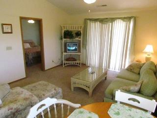 Beached at the Bay- 2 Bedroom, 2 Bath Condo near Silver Dollar City - Branson vacation rentals