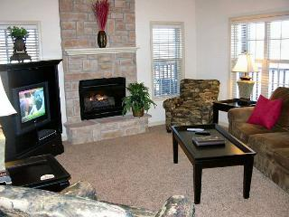 Puttin on the Green- 3 Bedroom, 3 Bath, Stonebridge Villa with Garage - Branson vacation rentals