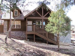 Willow Oak Lodge: 2 Bedroom, 2 Bath Stonebridge Resort Cabin - Branson vacation rentals