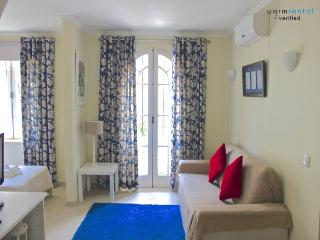 Molly White Apartment - Portugal vacation rentals