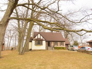 Niagara Gateway - Close to Shopping and Dining! - Niagara Falls vacation rentals