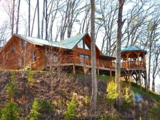 Shooting Star Ridge -- Cabin Rental Just Outside Cherokee with Hot Tub - Bryson City vacation rentals
