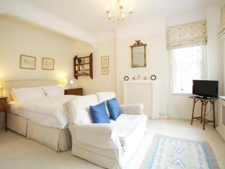 York House Studio, Chelsea, SW3. - London vacation rentals