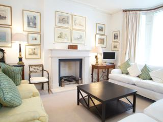 Abingdon Road, Kensington. Immaculate Period House - London vacation rentals