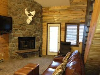 "Main Great Room with fireplace - ""Nestled Inn""our cozy Ski Mountain Getaway for 10 - Granby - rentals"