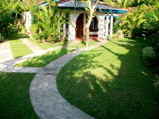 Eco-Friendly Bungalow in Hikkaduwa - Hikkaduwa vacation rentals