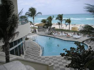 Pool - 2BR Direct Ocean front Beach resort Ocean Point - Sunny Isles Beach - rentals