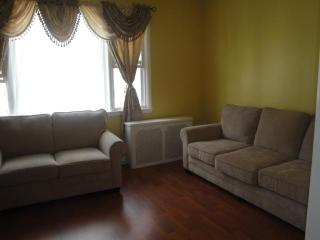 15 MIN TO  NYC BY BUS  3 BED APT - West New York vacation rentals