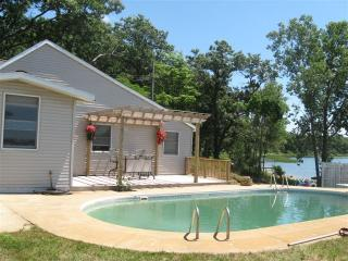 Lake House @ Fox Lake Availablity 8/2-/8/9 with in ground pool - Twin Lake vacation rentals