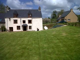 4 B/R house with garden -Pleslin Trigavou. D005 - Dinan vacation rentals