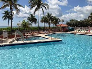 #661 Largest One Bedroom Oceanfront Views sleeps 6 - Hollywood vacation rentals
