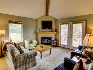 Eagle Crest on 9th Green with Hot Tub & WiFi - Redmond vacation rentals
