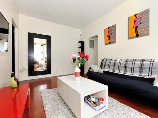 Cosy 3 BR , 2 stops from Times Square - Manhattan vacation rentals