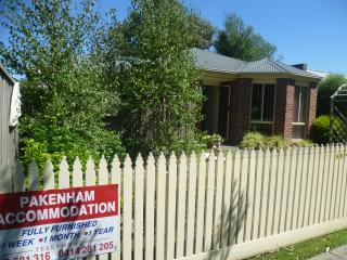 Henry St townhouse - Central Pakenham - Pakenham vacation rentals