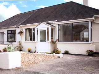 OAKLEA, detached cottage, pet-friendly, enclosed garden, 10 mins to beach, in Falmouth, Ref 905003 - Falmouth vacation rentals