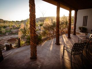 Convenient to 4-corners attractions and Mesa Verde While Bordering Canyons of the Ancients Monument. - Cortez vacation rentals