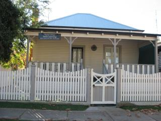 The Doulton Cottage - Narrandera vacation rentals