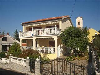 Attractive apartment for 5 persons near the beach in Krk - Malinska vacation rentals