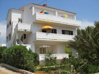 Apartment for 5 persons near the beach in Rab - Barbat vacation rentals