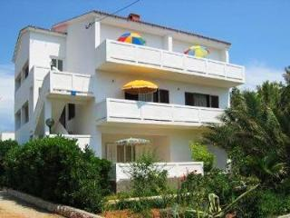 Apartment for 4 persons near the beach in Rab - Barbat vacation rentals