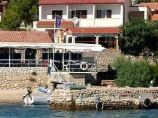 Apartment for 4 persons near the beach in Rab - Image 1 - Barbat - rentals