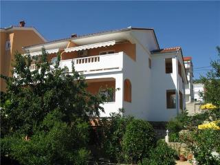 Apartment for 8 persons near the beach in Rab - Barbat vacation rentals