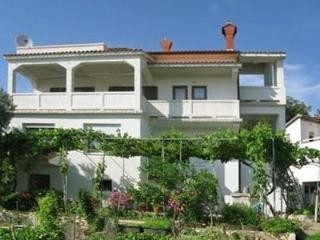 Attractive apartment for 7 persons near the beach in Rab - Kampor vacation rentals