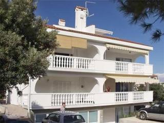 Apartment for 4 persons near the beach in Pag - Mandre vacation rentals