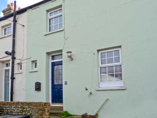 COASTGUARD COTTAGE, character features, woodburner, enclosed garden, close to beach, near Bexhill-on-Sea, Ref 20255 - Bexhill-on-Sea vacation rentals