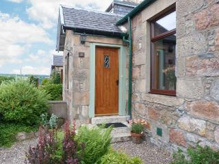 DISTILLERY COTTAGE, two woodburners, enclosed garden, pet-friendly, near Aberlour, Ref 20354 - Aberdeenshire vacation rentals